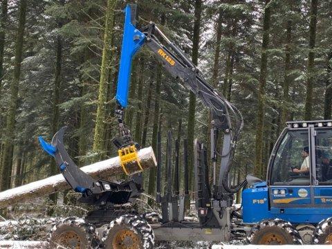 Installation de pinces Solidclamp sur tous types de débardeurs forestiers en Bourgogne