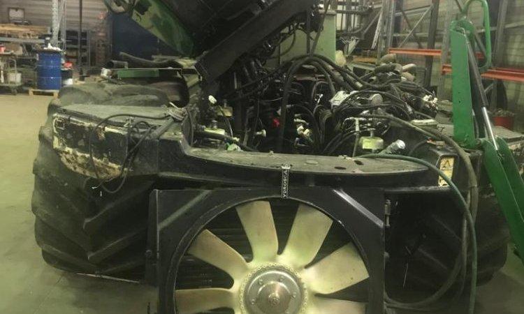 Changement de moteur d'un porteur John Deere